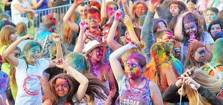 Kolorowe szaleństwo w Elblągu, czyli Elbląski Festiwal Kolorów – zobacz zdjęcia