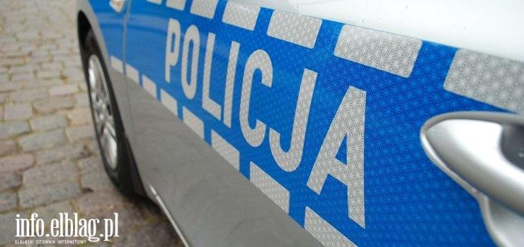 18-latka uderzyła oplem w drzewo. Policjanci wyjaśniają okoliczności wypadku