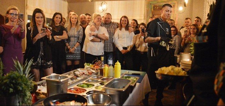 Pracował dla Magdy Gessler, teraz gotuje w Elblągu! Antoni Mazurek nowym szefem kuchni Zmysłów!