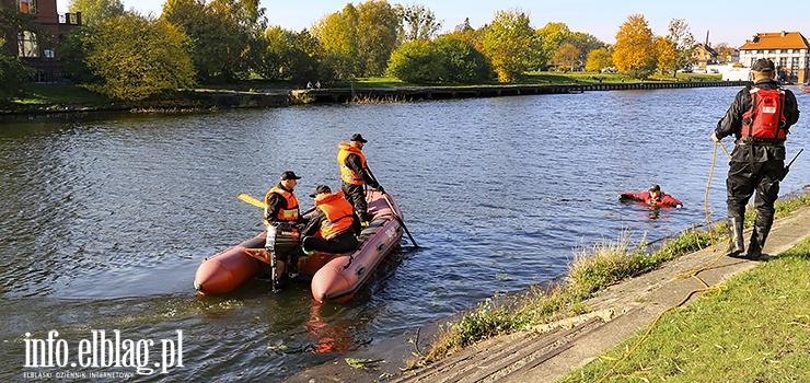 Trwają poszukiwania zaginionego 28-latka. Strażacy przeczesują rzekę Elbląg