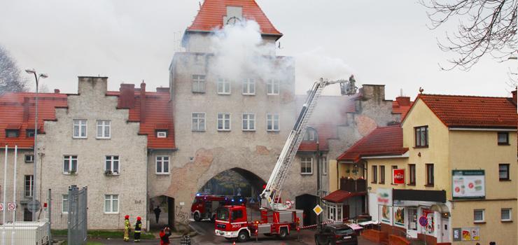 Ul. Fałata: Pożar w zabytku, zapaliły się sadze w kominie
