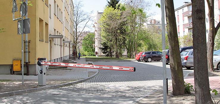 """Szlabany zmorą karetek i wozów strażackich. """"Większość mieszkańców nie ma pojęcia, że służby nie podjadą pod ich klatkę"""""""