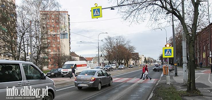 Jest bezpiecznie, przekonuje policja. Piesi i rowerzyści rzeczywiście mogą się czuć w Elblągu aż tak komfortowo?