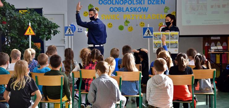 """Działania profilaktyczne """"Świeć Przykładem"""" w elbląskich szkołach podstawowych"""