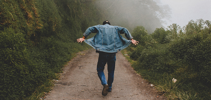 Kurtki jeansowe męskie - jakim mężczyznom pasują?