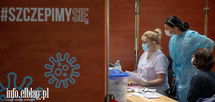 Antyszczepionkowcy uderzają w punkty szczepień. W Elblągu chroni je policja?