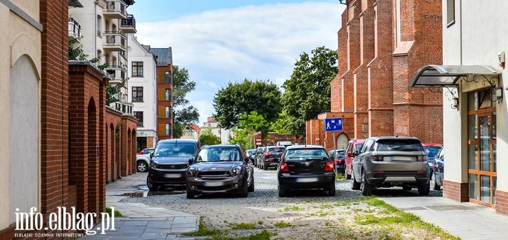 Mieszkanka starówki: Przy Galerii EL miał powstać parking. Czekamy na to od lat