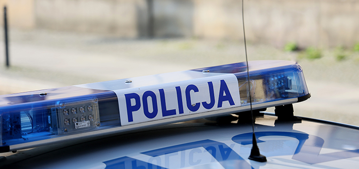 Policjanci pomogli mężczyźnie wydostać się z... ciasnego wnętrza wersalki