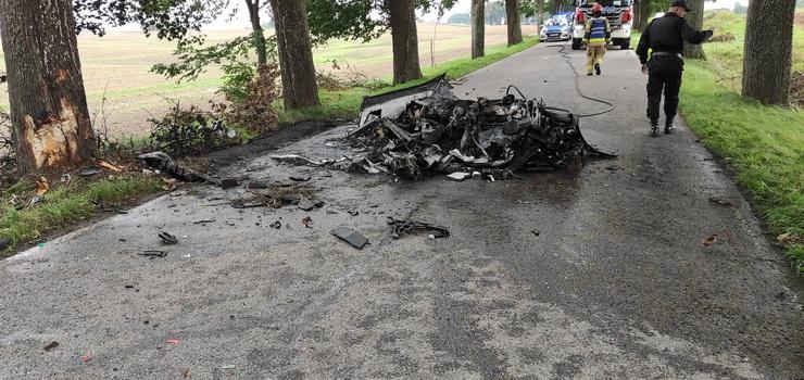 Tragiczny wypadek na Mazurach. Dwóch mężczyzn spłonęło w porsche