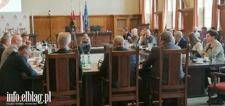 """Parlamentarzyści i samorządowcy rozmawiali o przyszłości. """"To znamienne,że dla naszego regionu nie mówimy jednym głosem"""""""