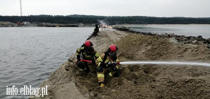 Strażacy interweniowali na przekopie Mierzei. Paliły się przewody od gazów technicznych!