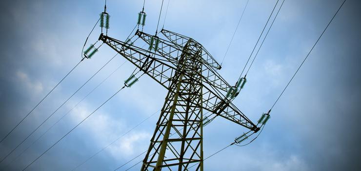 Silny wiatr może spowodować przerwy w dostawie prądu. Rzecznik wojewody informuje o 170 interwencjach strażaków