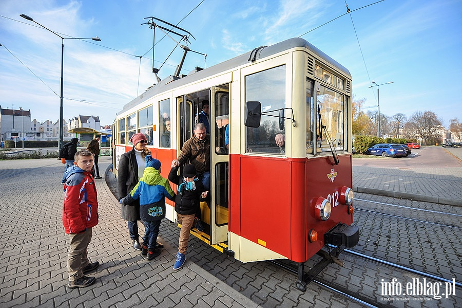 """W zabytkowej """"ence"""" poznawali bogat� histori� elbl�skich tramwaj�w"""