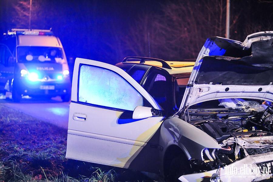 Czo�owe zderzenie samochod�w osobowych Opel Vectra i VW Golf