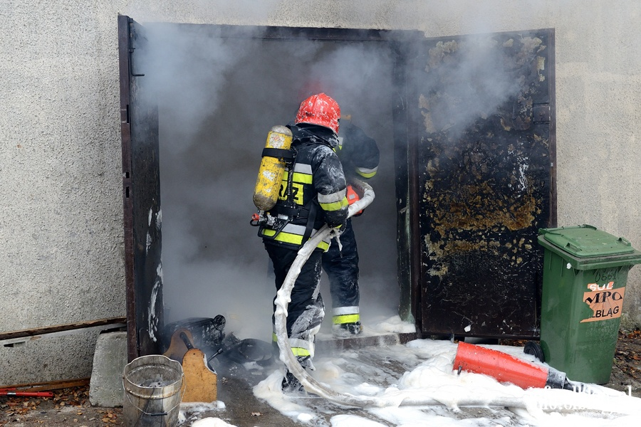 Po�ar stolarni przy ul. ��czyckiej. Z ogniem walczy�o kilkana�cie zast�p�w stra�ak�w