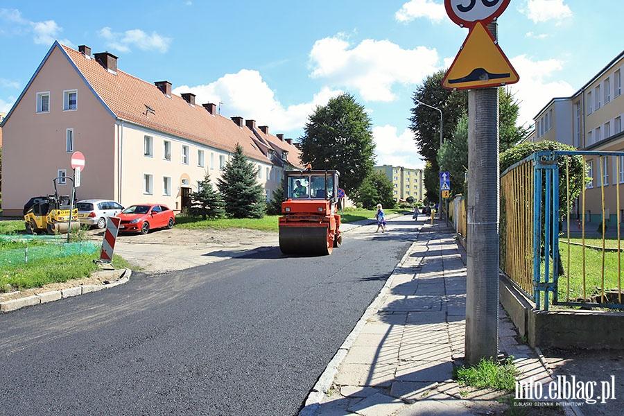 Uk�adanie asfaltu na ul. Daszy�skiego