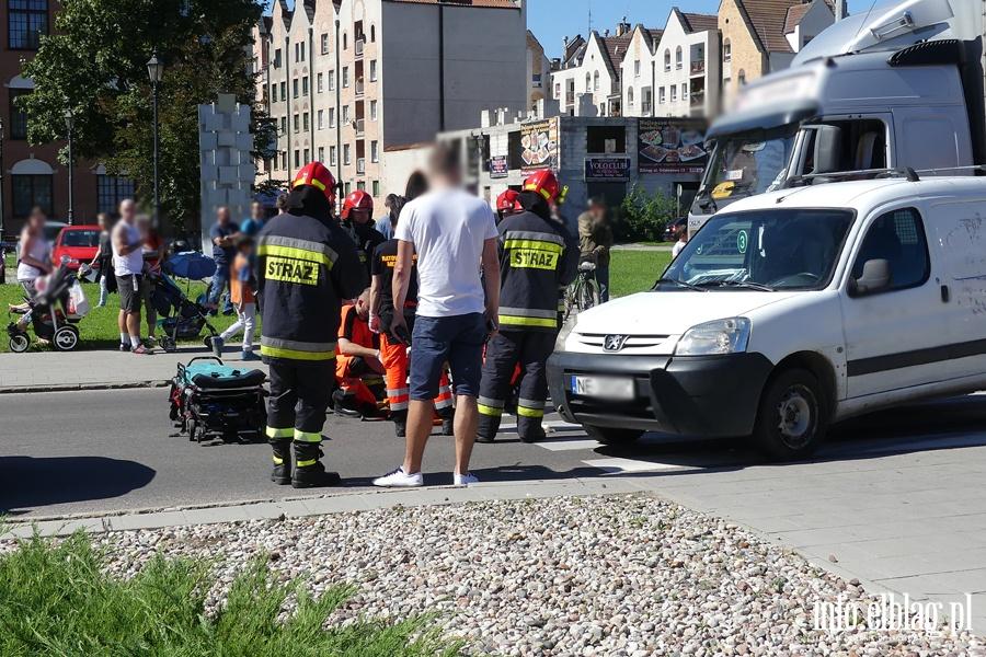 Rycerska: potr�cenie na przej�ciu dla pieszych. Ranna kobieta w szpitalu